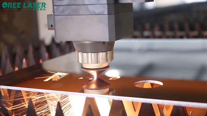 Làm thế nào để duy trì ống kính quang học của đầu cắt laser?